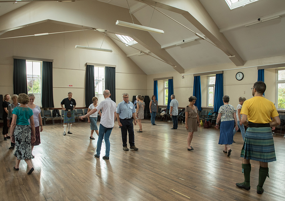 Dancers in Victory Memorial Hall (Upper)